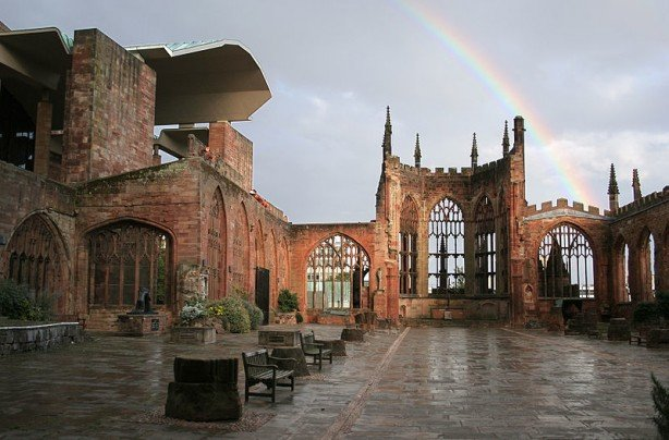 Coventry_Cathedral_Ruins_with_Rainbow